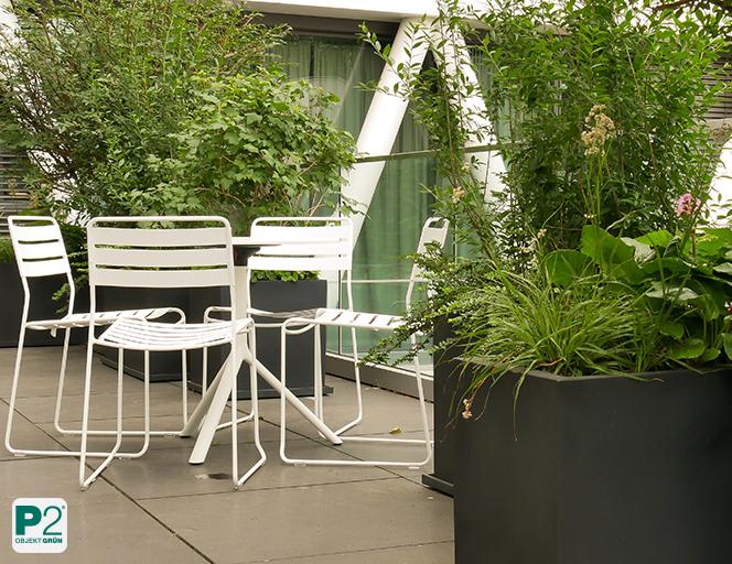 Terrasse im Schatten mit Sitzplatz